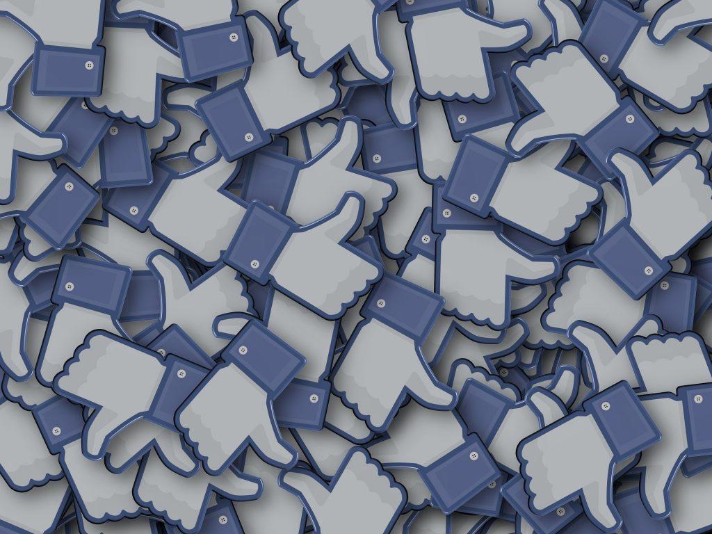 me gustas de facebook amontonados